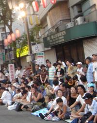 写真:高円寺阿波おどりの観客