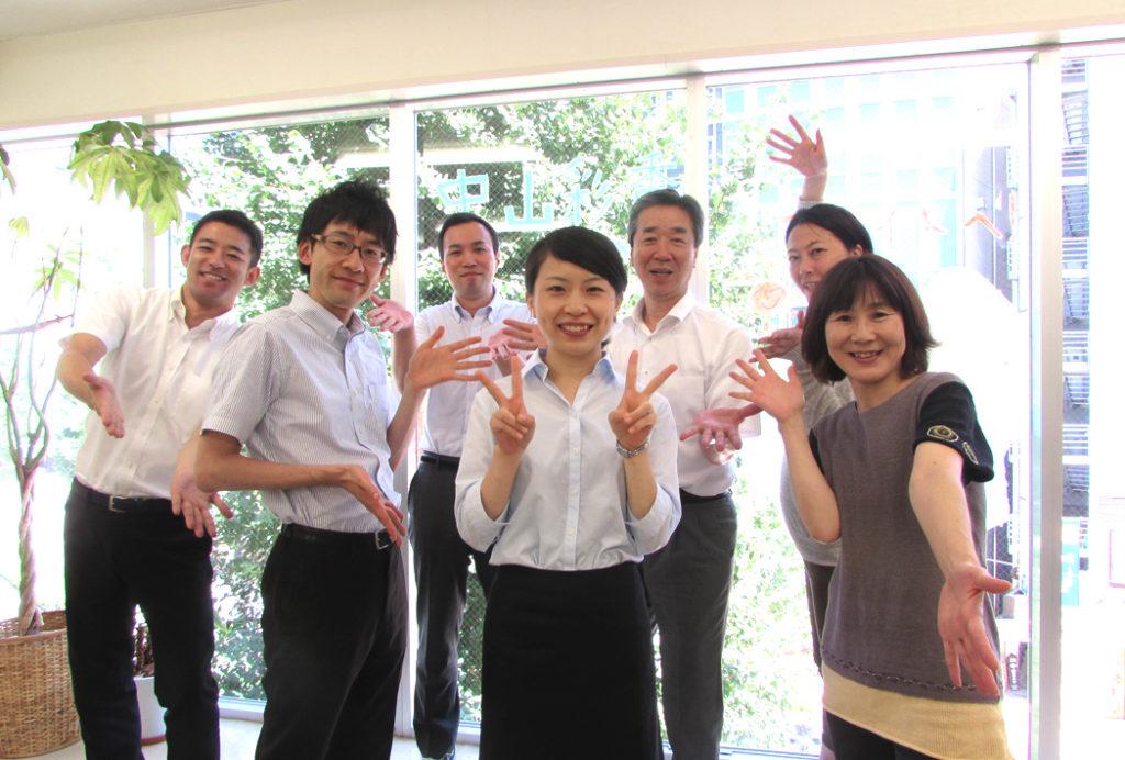 写真:インターンNさんを囲むブライトメンバー