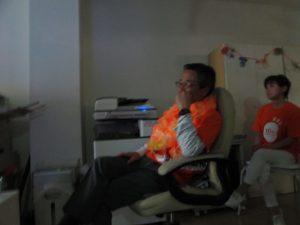 写真:映像を見ながら感激している小川社長