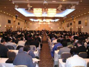 写真:400人が参加した講演会場