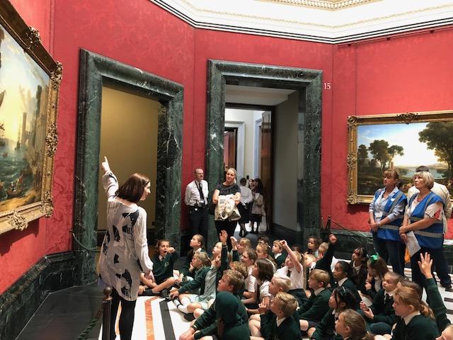 写真:子供の美術の授業