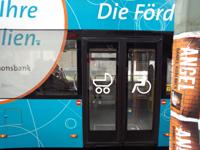 写真:バスの乗車口