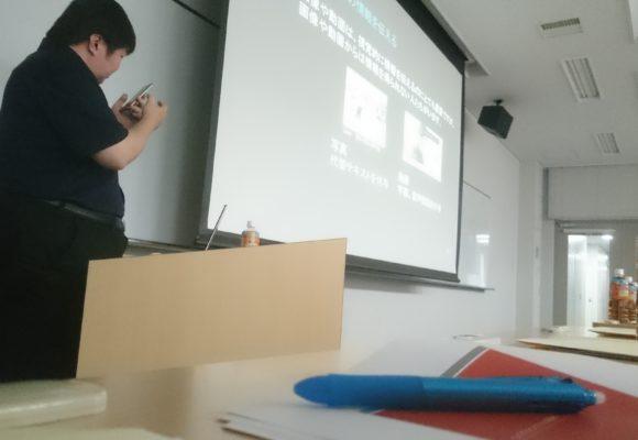 写真:登壇している講師