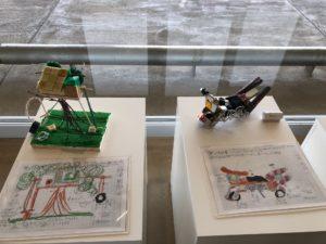 写真:子どもの手作り作品と設計図