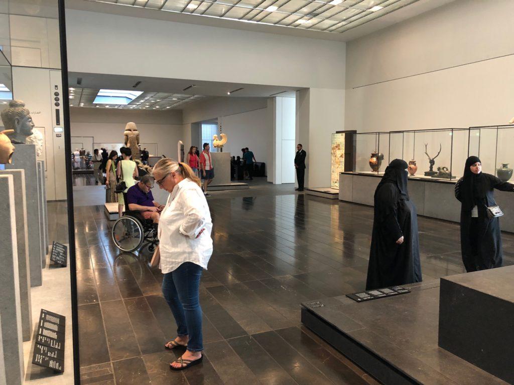 写真:ルーブル美術館館内の様子