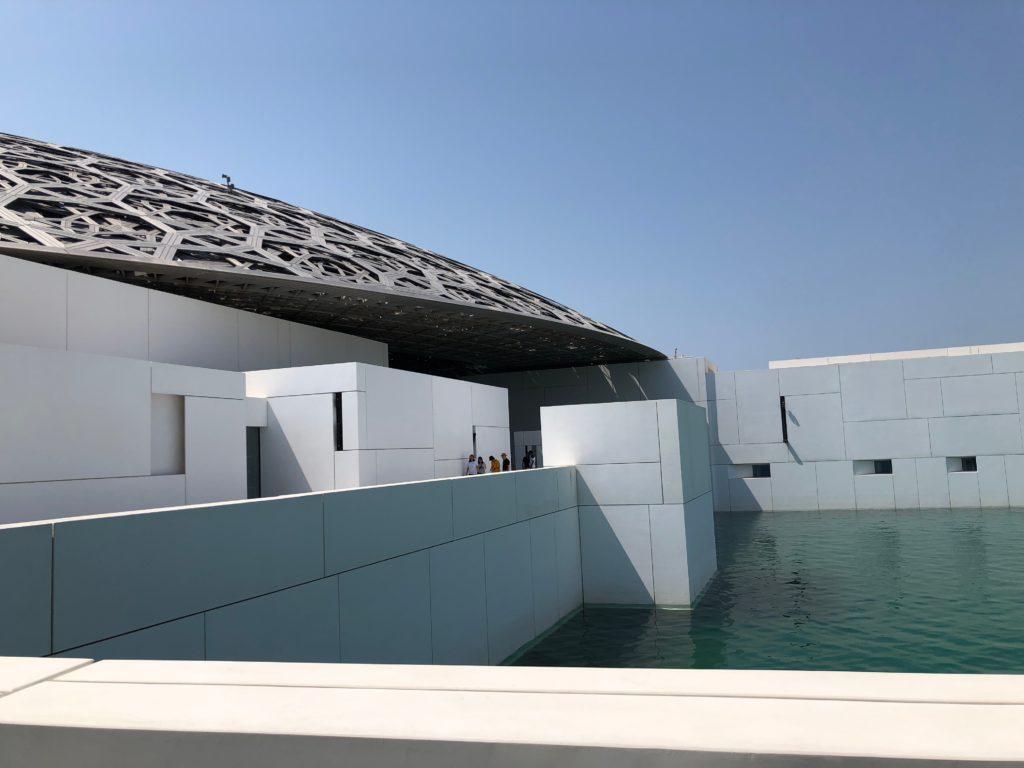 写真:海に浮かぶ美術館