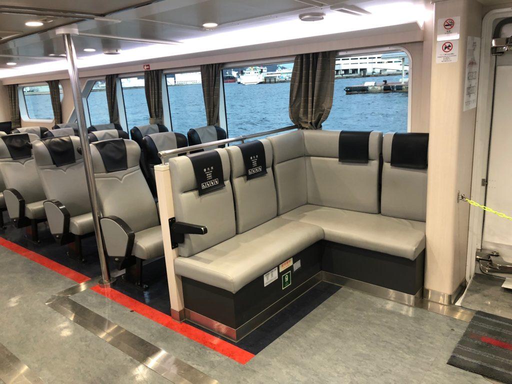 写真:高速船の優先席