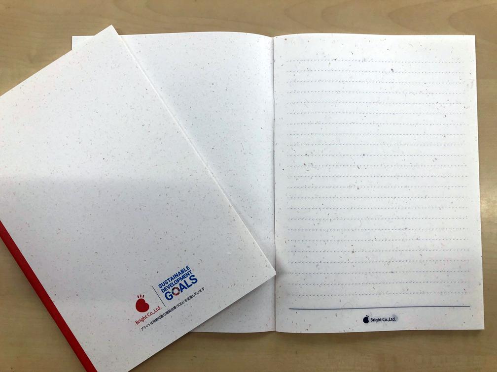 写真:パナナペーパーを使ったノート